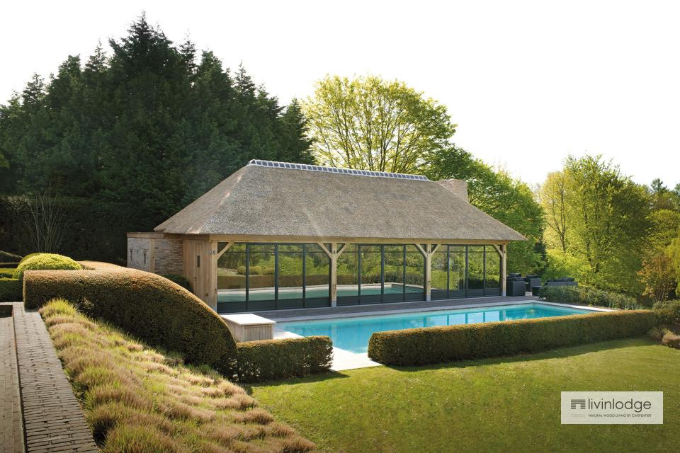 Exklusives Poolhaus mit Boden unter Reetdach in Ronse