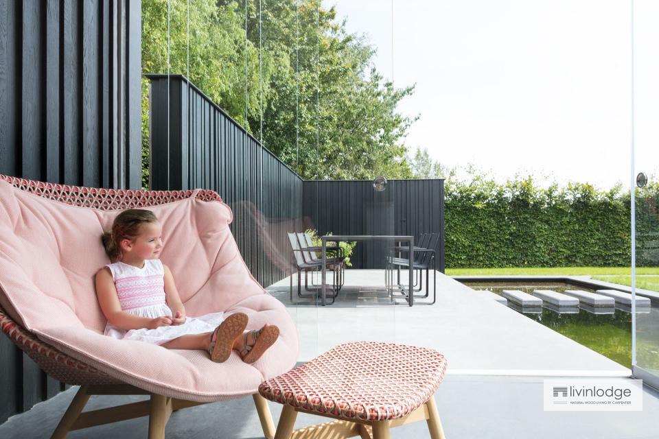 Design poolhouse met bijpassende tuinwand te Tielt