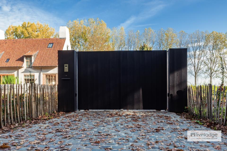 Eichentor aus Seidenholz in Vlezenbeek
